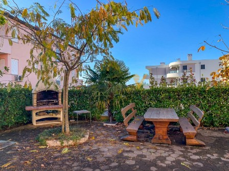 Ground floor apartment with a garden in Novigrad